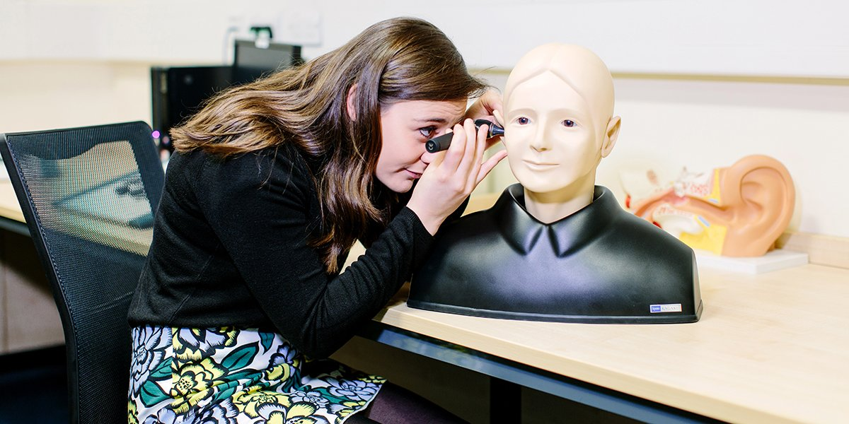 Student studying audiology at the School of Medicine