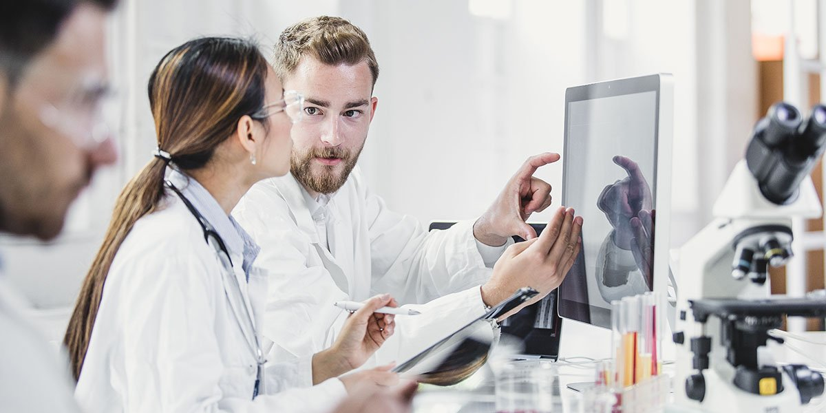 MEDICAL PROFESSIONALS WORKING IN LAB Istock 691511586 1200x600